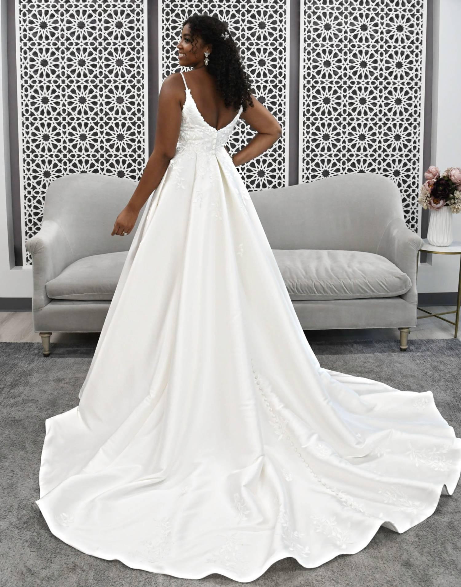 7048-wedding-dress-Stella-York-front-view-min