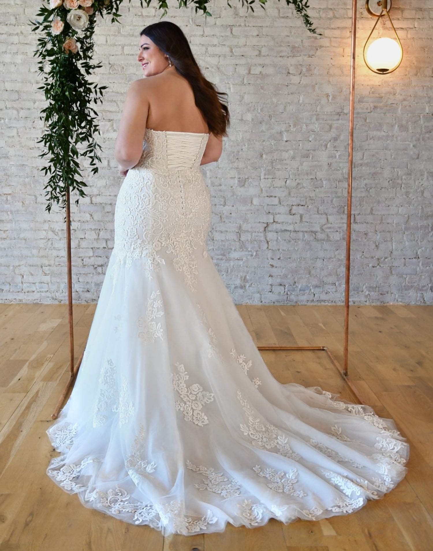 Plus Size Wedding Dress From Stella York – 7323 Curvy – Front View