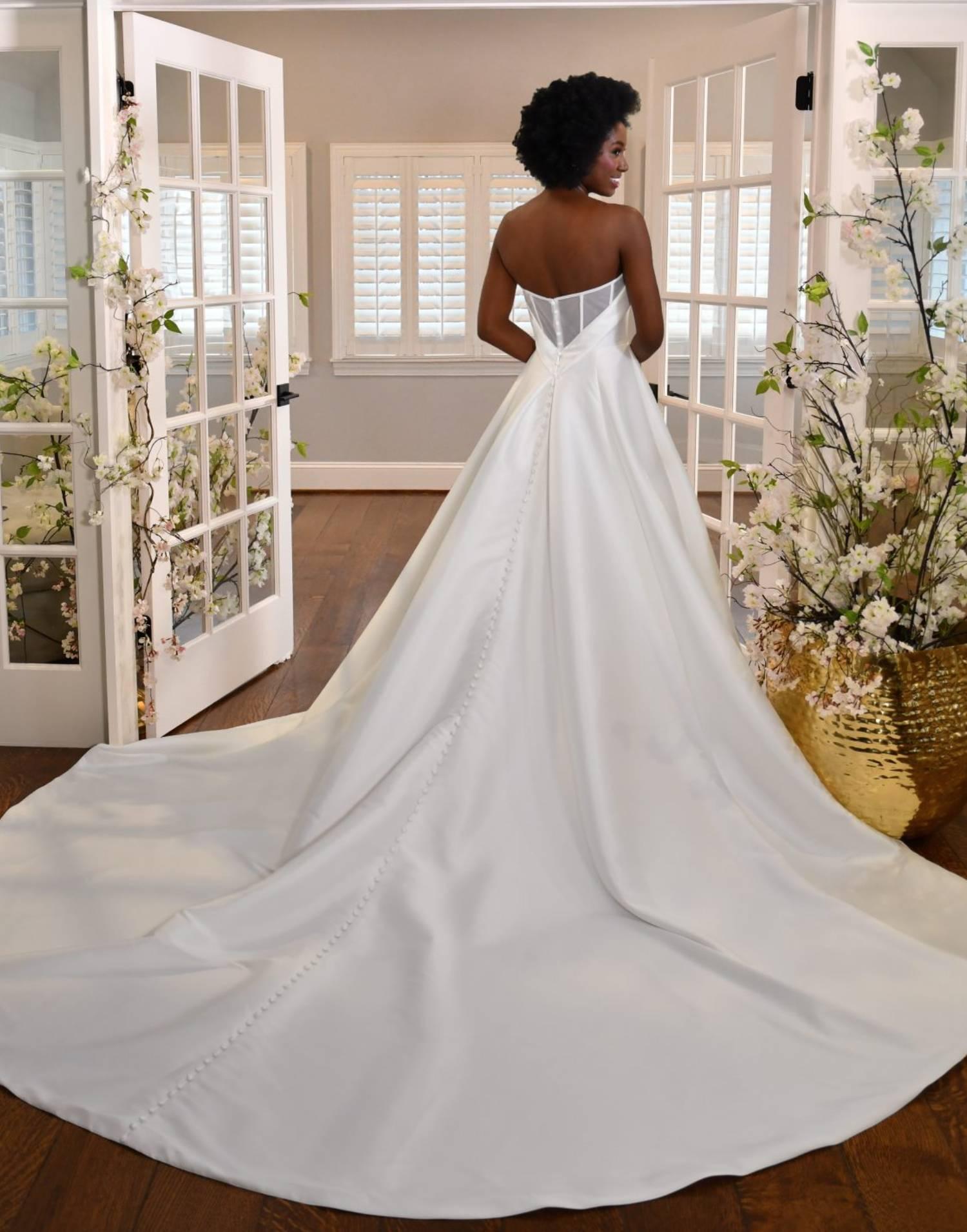 D3320 Close Up – Essense of Australia Wedding Dress Collection – Front View