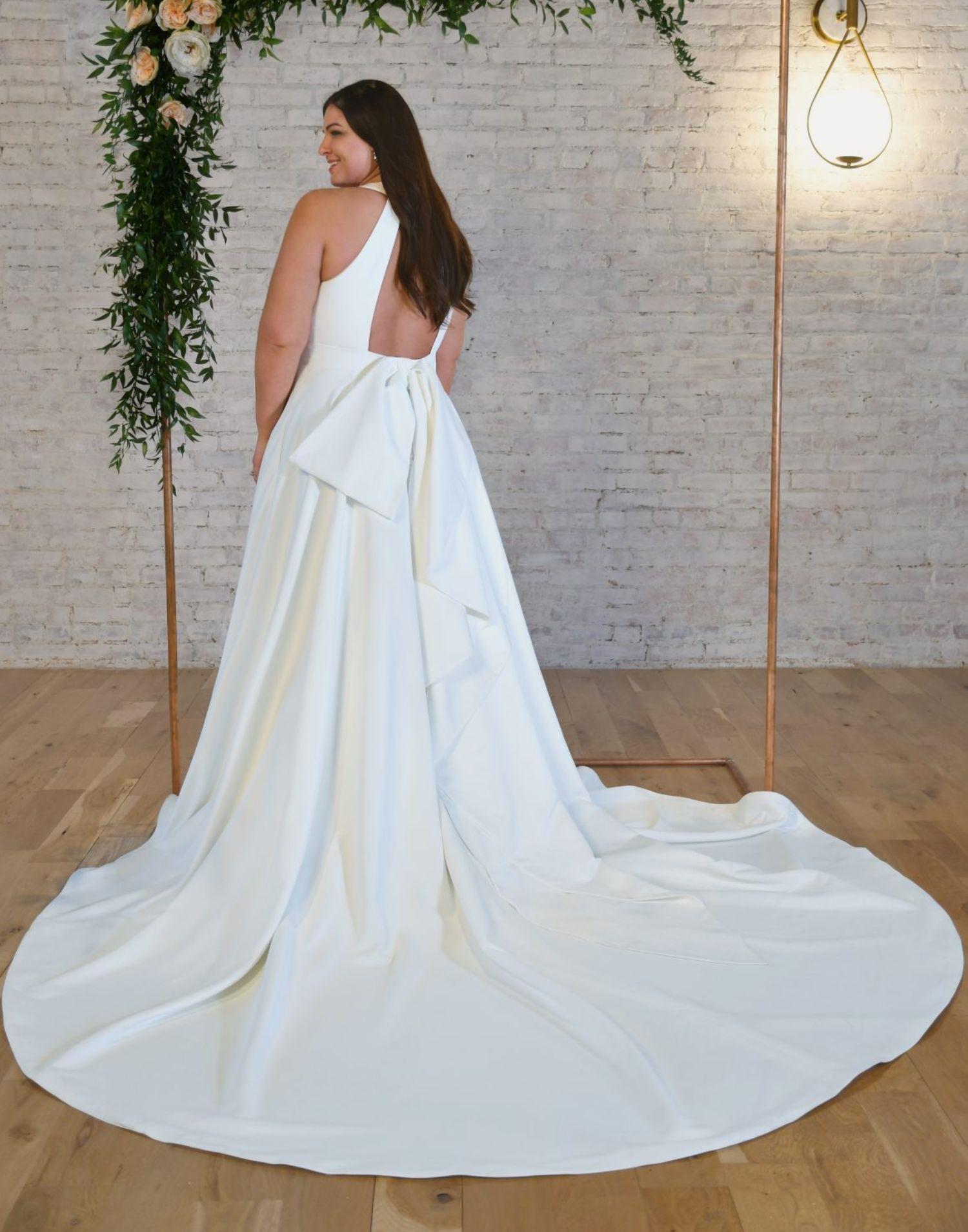 7341 Curvy – Stella York Wedding Dress Collection – Front View